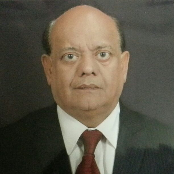 सुरेंद्र शर्मा : चार लाइना से जनता को हास्य में डुबाने वाले का नाम