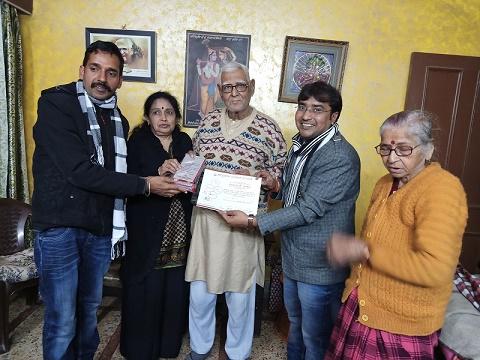डॉ. रामदरश मिश्र जी को किया हिन्दी गौरव सम्मान से सम्मानित