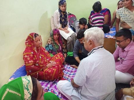 निकिता के परिजनों से मिलने विहिप कार्याध्यक्ष आलोक कुमार पहुंचे बल्लभगढ़