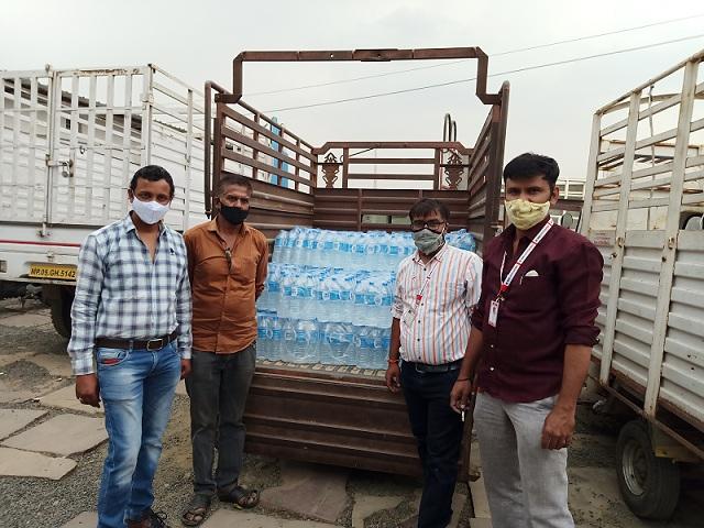 मानवता के सेवक सक्रिय, नि:शुल्क कर रहे जल वितरण